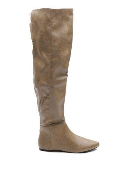 knee-boots-winter-fashion-essential