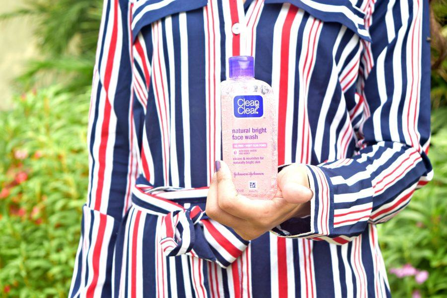 Clean & Clear Natural Bright Face Wash with Rose Water and Honey Review